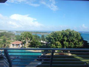 宮古島ホテル情報 ホテルブリーズベイマリーナの客室の雰囲気とか窓から見える景色とか