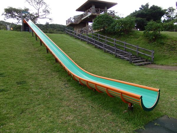 とても長いローラー滑り台